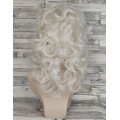 Парик средней длины блонд платиновый подкрученный 423