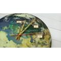 Часы настенные в виде земного шара